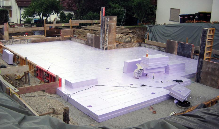 Bevorzugt Perimeterdämmung unter der Bodenplatte mit Streifenfundament RT23